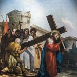 Chiesa_di_San_Polo_(Venice)_-_VIA_CRUCIS_V_-_Simon_of_Cyrene_helps_Jesus_carry_the_cross_by_Giandomenico_Tiepolo