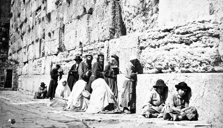 Jews_at_Western_Wall_by_Felix_Bonfils,_1870s